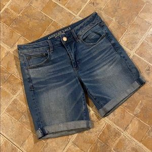 American Eagle Tom Girl Bermuda jean shorts size 6